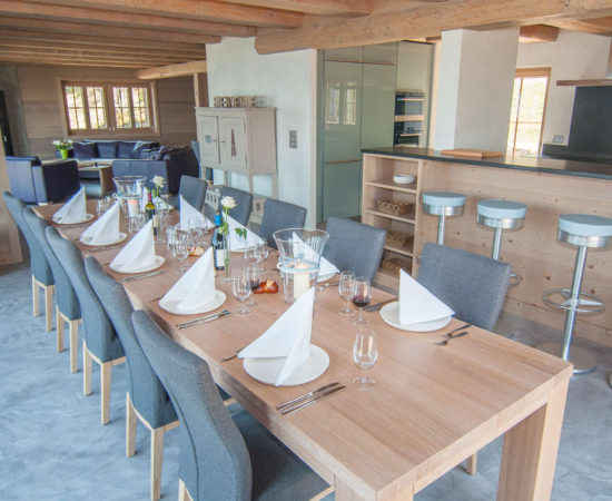 Chalet Altitude 1600 dining table for 16 guests